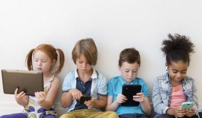 როგორ დავეხმაროთ ბავშვს სმარტფონებზე დამოკიდებულების გადალახვაში?