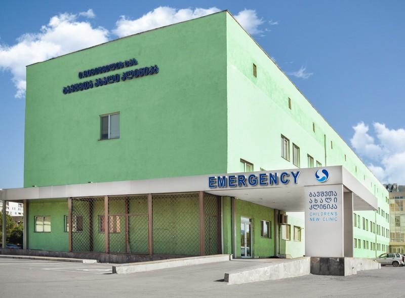 სასწრაფოდ: ვრცელდება ინფორმაცია, 2 წლის ბავშვი, რომელიც მეორე სართულიდან გადმოვარდა, თბილისში ციციშვილის სახელობის კლინიკაში გადაიყვანესს